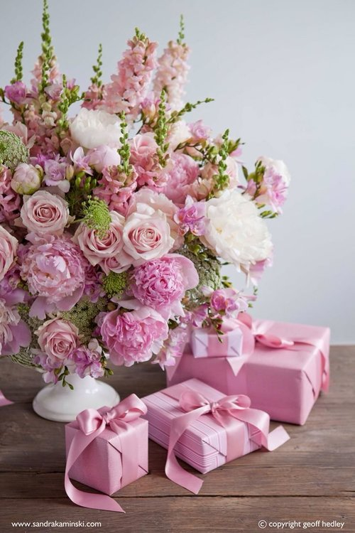 df114c5ff0d08913ef182597b0621723--wrapping-gifts-pink-flowers.jpg